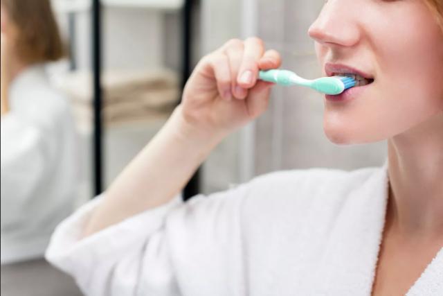 Стоматолог перечислил пять худших ошибок при чистке зубов