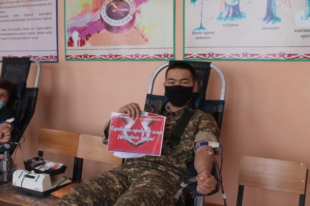 Призывники и работники Актюбинского филиала РГКП «Военно-техническая школа МО РК» стали донорами крови