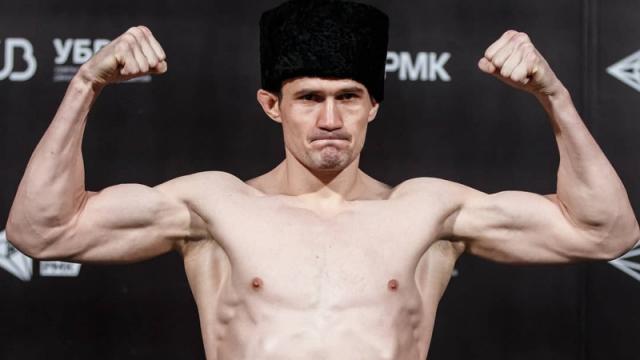 Казахстанец проиграл скандально известному дагестанцу в бою-реванше