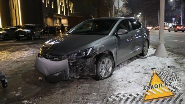 Страшная авария в Алматы: автобус сбил несколько пешеходов и машин
