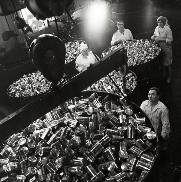 Коллекционер из Петропавловска продает тушенку советского периода
