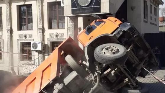 Авария с грузовиком в Алматы: без тепла остались сотни домов, детсады и объекты образования