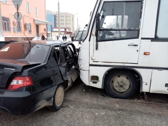 За один день в дух авариях в Актобе тяжело пострадали двое детей