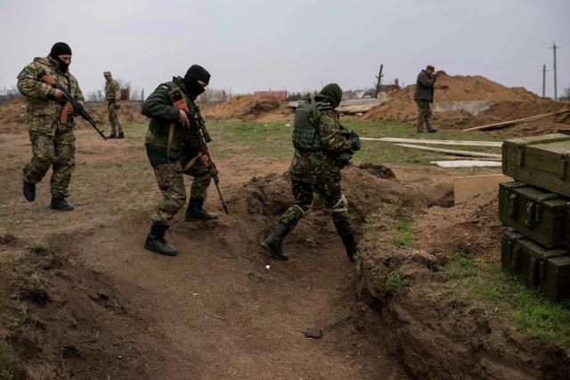 Украинский снайпер убил сотрудника МВД ДНР, спасавшего детей