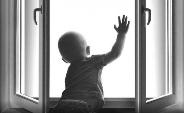 Актюбинские школьники изобрели «умное» окно после выпадения детей