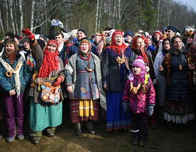 Православные христиане встречают Масленицу