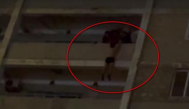 Житель Актау повис с 8 этажа: полиция рассказала детали инцидента