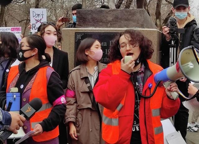 Феминистки впервые свободно провели марш в Алматы