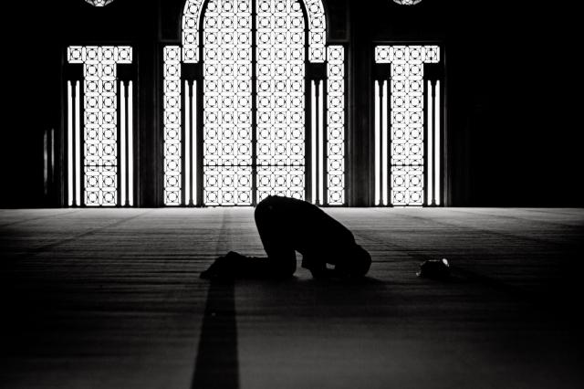 Намаз в подвале. Актюбинец собрал на пятничную молитву около 40 верующих и был оштрафован