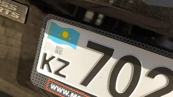 Какой штраф грозит за вождение без номера или с грязным знаком в Казахстане
