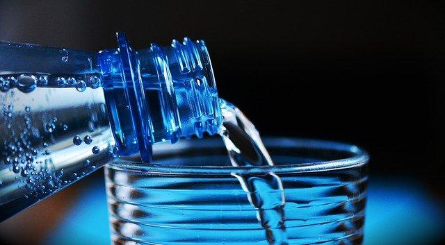 Мясников опроверг популярный миф о необходимости пить много воды