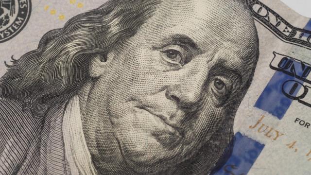 Курс доллара поднялся выше 430 тенге