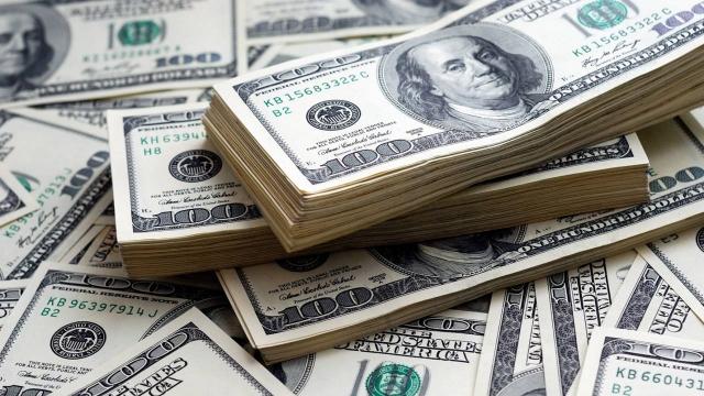 Доллар в Казахстане достиг почти 433 тенге