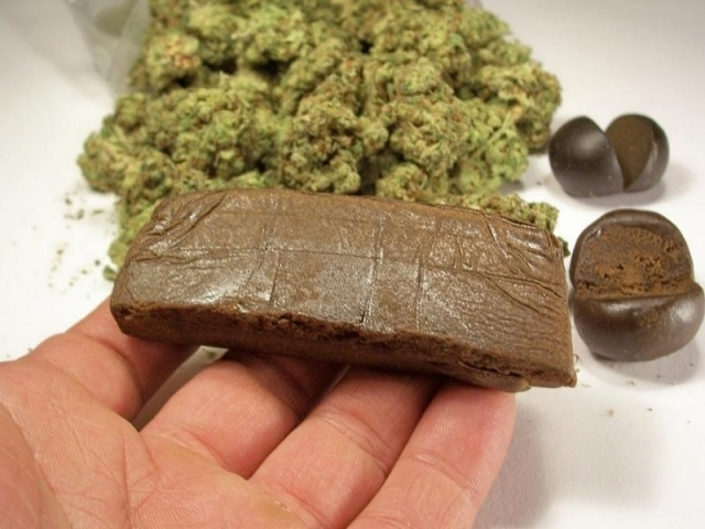 21 кг гашиша и марихуаны изъяли у наркокурьера в Уральске