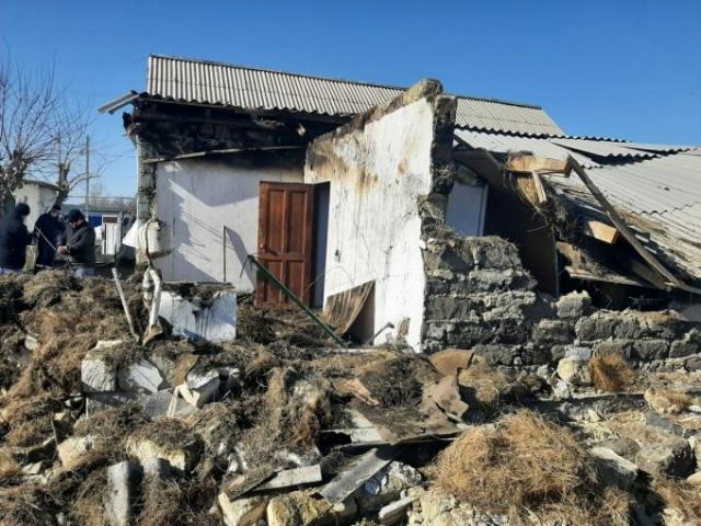 Частный дом обрушился из-за взрыва в Актюбинской области: есть пострадавшие
