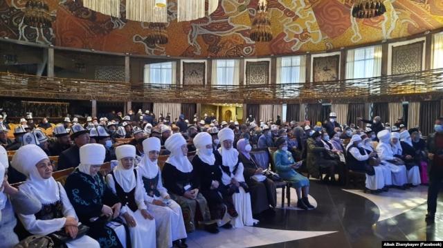 Мусульманки Кыргызстана добиваются участия в выборах муфтия