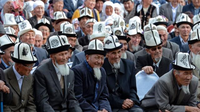 Кыргызстану предрекли откат в развитии на 100 лет при переходе на латиницу