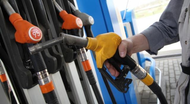 Цены на бензин уже выросли до 200 тенге за литр