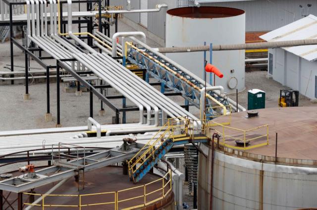 Bloomberg: сокращение запасов нефти может привести к росту ее стоимости до $74