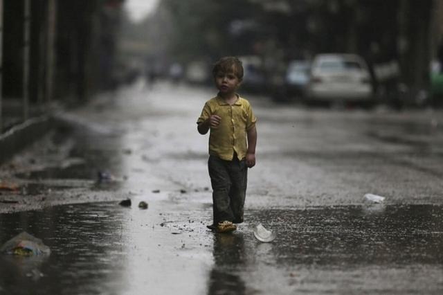 Двухлетний мальчик один гулял по ночной   Алмате