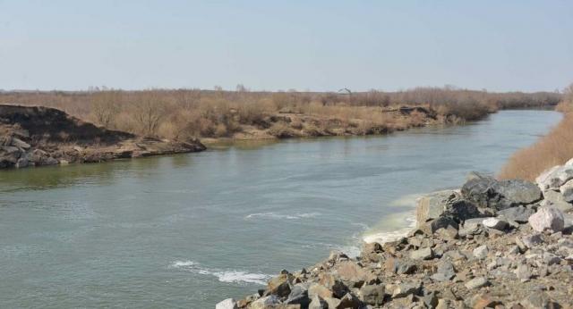 Внедорожник с телом мужчины вытащили из реки в Северном Казахстане