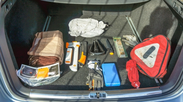Эксперт назвал необходимое для избежания штрафов содержимое багажника авто