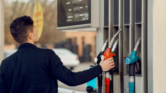 На сколько подорожал бензин в Казахстане за год