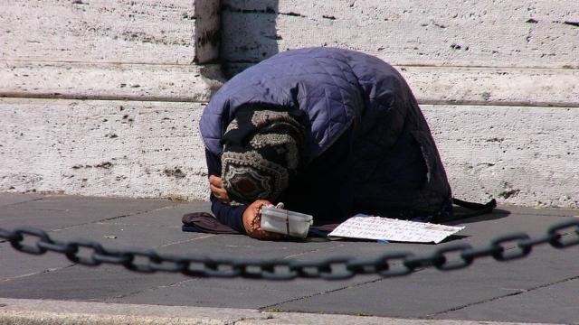 Число живущих за чертой бедности выросло в Казахстане