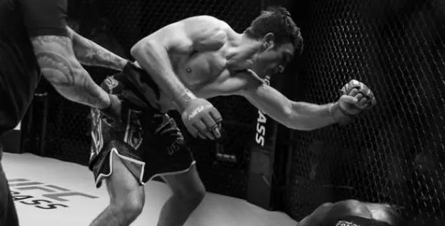 Получит шанс от Даны Уайта. Казахстанец стал чемпионом Fury FC и близок к попаданию в UFC