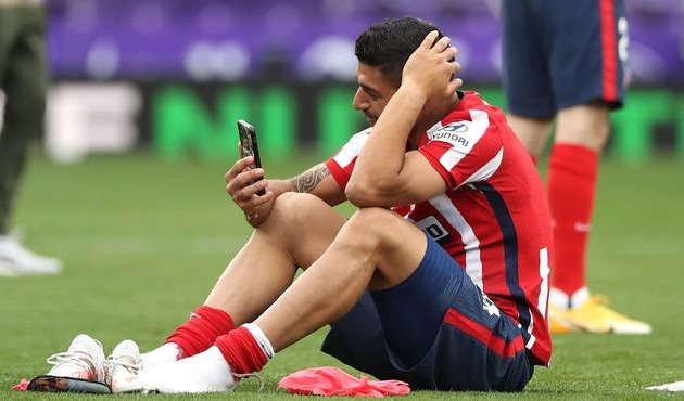 """Суарес сел на газон и заплакал после победы """"Атлетико"""" в Ла Лиге"""