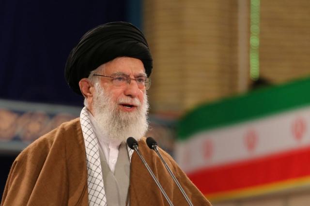 Иранский лидер раскритиковал резкие заявления Зарифа о Сулеймани и России