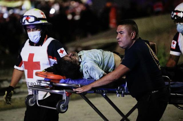 Число погибших при крушении метромоста в Мехико возросло до 23