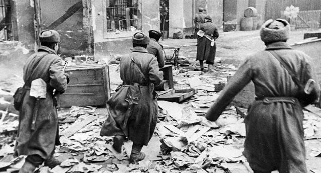 Казах уничтожил 20 фашистов в рукопашном бою: не выйдет, гады, победа будет наша!