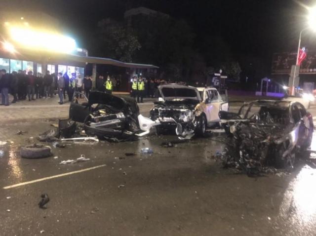 В Актау в результате аварии сгорели три автомобиля