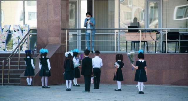 В Казахстане предлагают доверить охрану школ профессионалам и дать им оружие