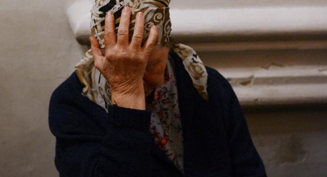 В Алматы дочь ударила престарелую мать самокатом - видео возмутило казахстанцев