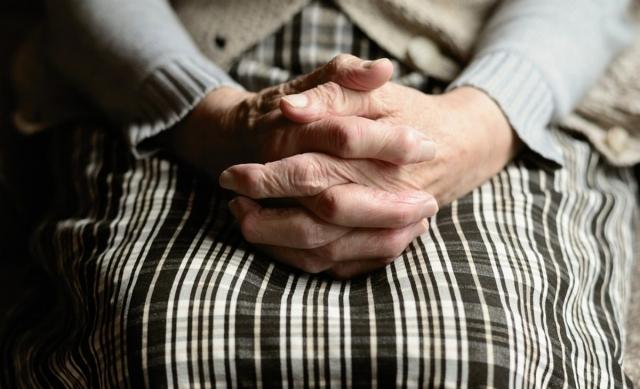 Сдали пенсионерку в дом престарелых и завладели квартирой в СКО