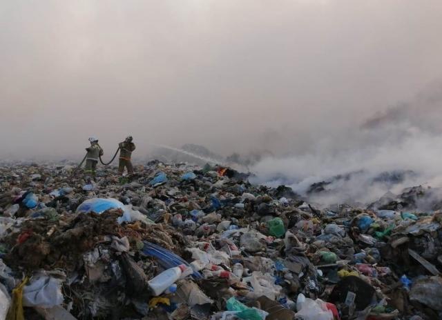 Гори, гори ясно. Дым с мусорного полигона накрывает город Актобе