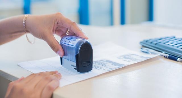 В Алматы и Нур-Султане запустили сервис по доставке документов на дом