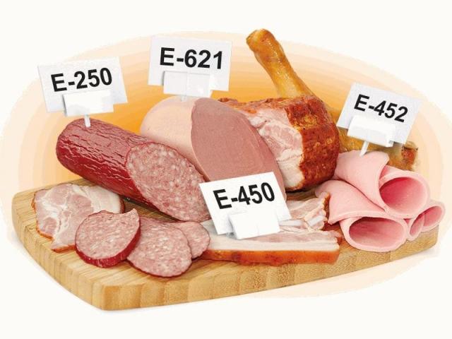 Врач заявил о смертельной опасности колбасных изделий
