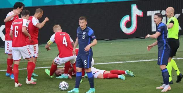 Матч Евро-2020 обернулся трагедией. Лидер сборной Дании потерял сознание на поле
