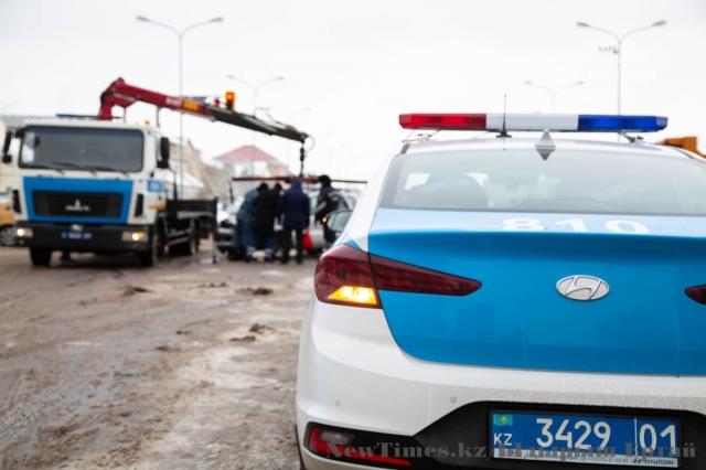 При опрокидывании авто в ЗКО погиб  полицейский