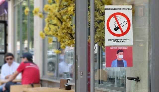 Курящих на летних площадках кафе казахстанцев будут фотографировать и снимать на видео