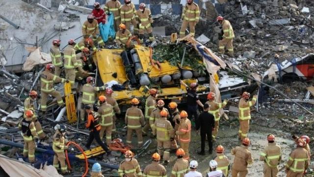В Южной Корее девять человек погибли, когда дом рухнул на автобус