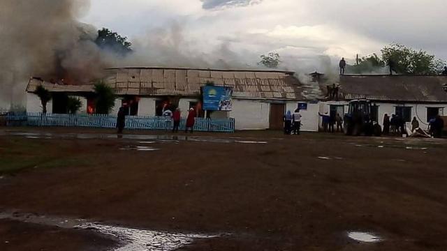 Сельский клуб сгорел в Актюбинской области после удара молнии