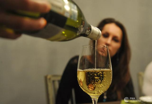ВОЗ заявила, что женщинам надо отказаться от алкоголя, и вызвала критику