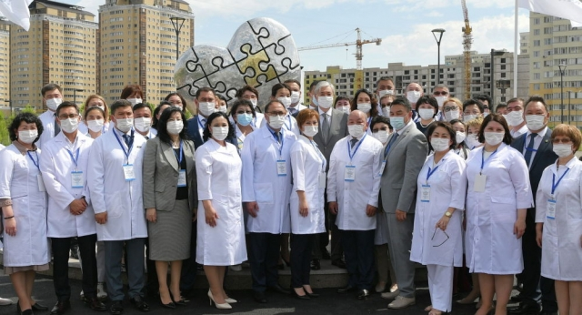 В Казахстане учредят звание заслуженного врача