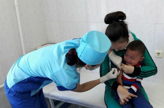 «Вакцинацию детей не планируем». Актюбинские врачи об «обязательной» вакцинации детей и беременных в Казахстане