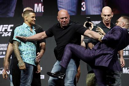 Макгрегор попытался ударить Порье на битве взглядов перед боем