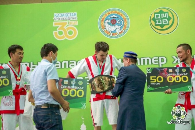 В Алматы прошел турнир по казакша курес среди прихожан мечетей